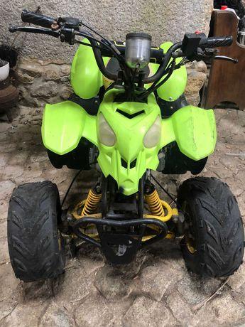 Moto 4 pequena, 110cc