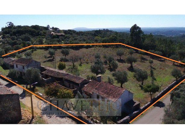 Conjunto de casas tradicionais de aldeia, de fins do sécu...
