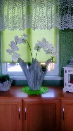 Storczyk biały w doniczce wykonanej własnoreczne.