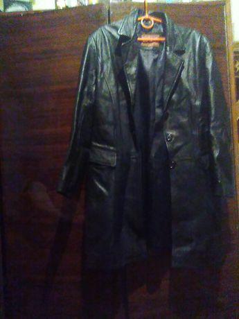 Продам кожаное пальто демисезонный