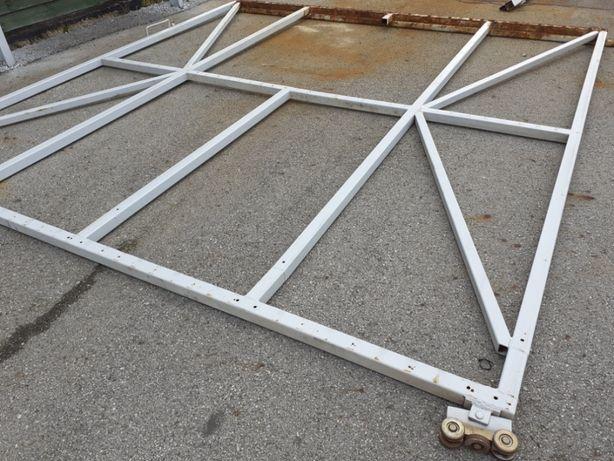 brama garażowa przesuwna z prowadnicą, solidna, stelaż