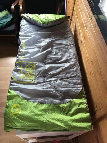 Saco de cama em cor verde