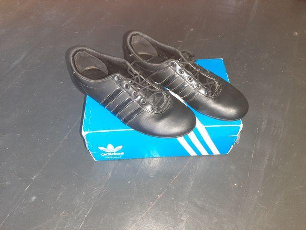 Фирменные кожаные кроссовки Adidas