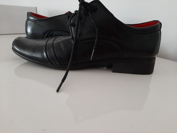 Buty dla chłopca do garnituru