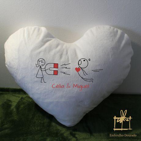 Almofadas em formato coração personalizadas