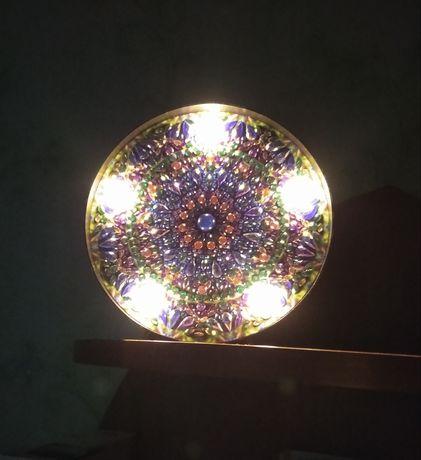 Светильник из алмазной мозаики.