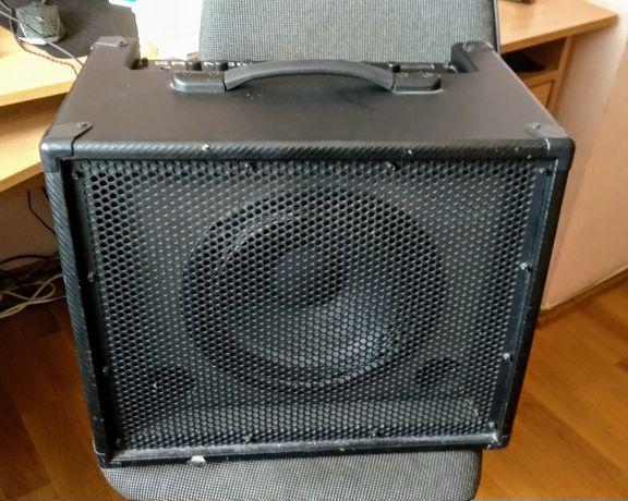 Продам комбик Fender Bronco 40