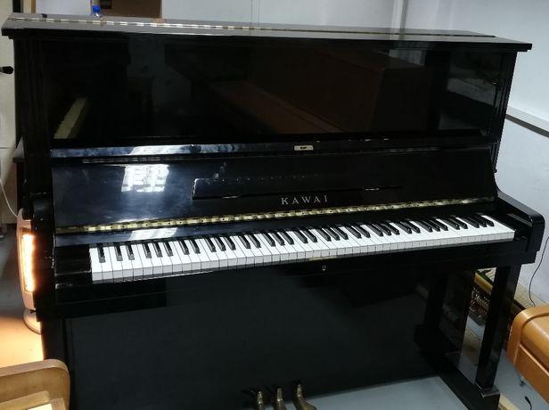 """Pianino """"KAWAI"""" - czarne z nóżkami"""