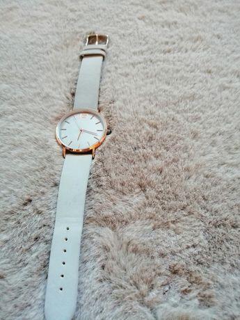 Szary zegarek