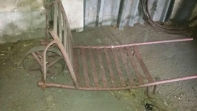 Wózek na kołach i tragarz