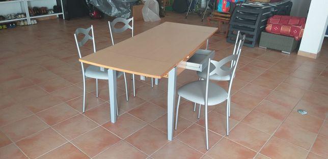 Mesa extensível c/ cadeiras