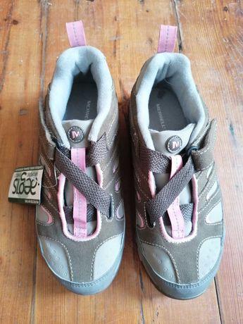 Sapatilhas de caminhada novas
