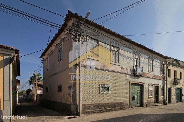 Moradia T13 Centenaria Para Restaurar