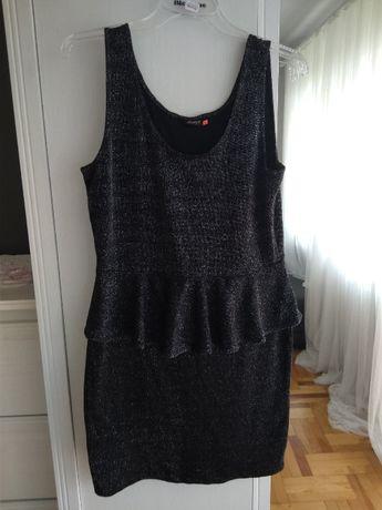 Czarna sukienka z baskinką XL