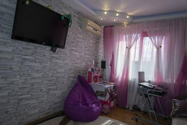 В продаже уютная, светлая однокомнатная квартира на Ак. Королева