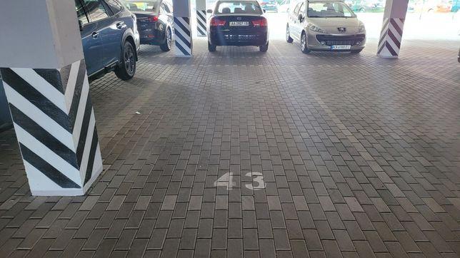 """Паркинг на 1-м уровне в ЖК """"Лесной Квартал"""""""