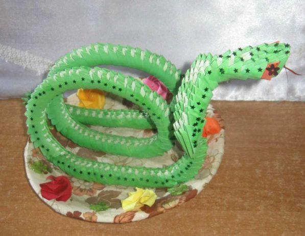 Сувенир настольный Змея. Поделка, модульное оригами.