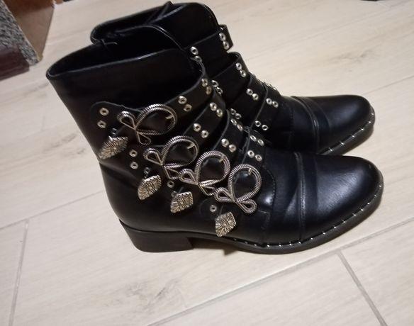 Черевички черевики ботінки чоботи чобітки