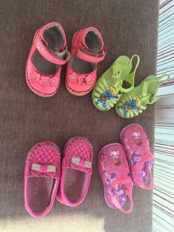 Недорого взуття ( туфлі, босоніжки) розмір 19-20