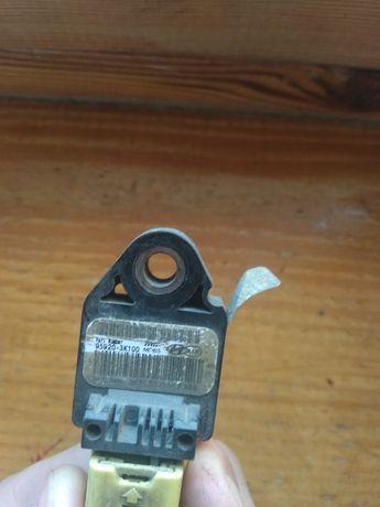 Продам датчик удара airbag accent 06_09, датчик целый остался один под