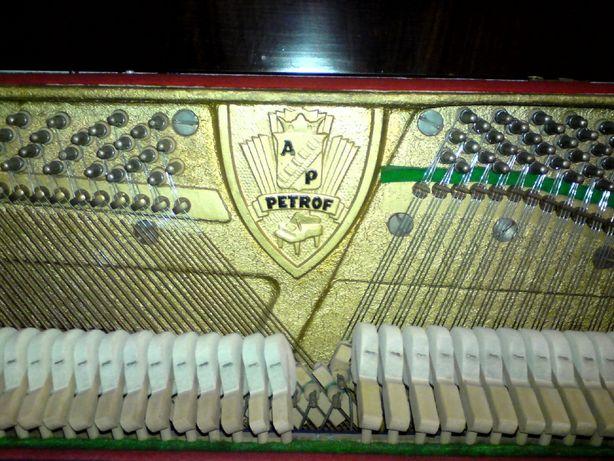 Sprzedam pianino Petrof
