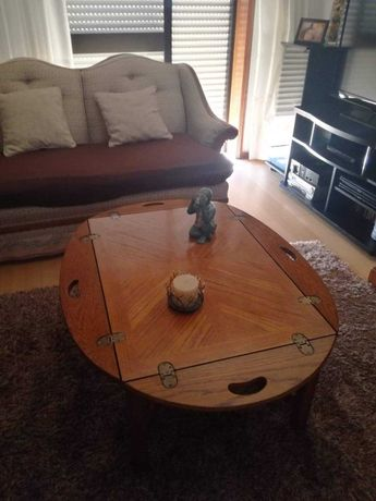 Mesa e centro em madeira bastante versátil