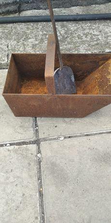 Ящик для угля с лопаткой