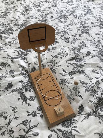 zabawka koszykowka drewniana, cwiczy sprawnosc