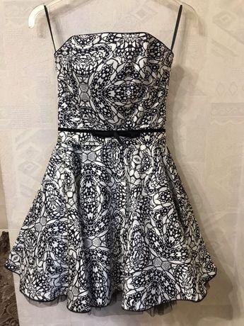Атласное платье с корсетом