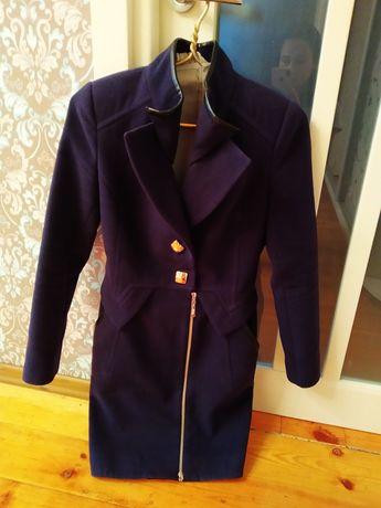 Продам пальто 42-44