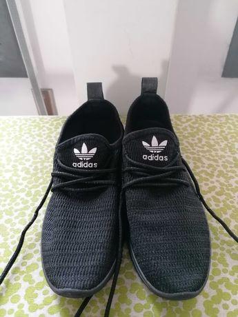 Vendo sapatilhas muito bonitas como novas