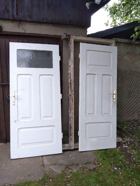 Komplet drzwi oraz ościeżnice, lite drewno, białe