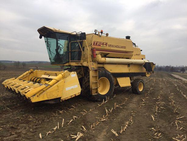 New holland tf44 tf42 z przystawką do kukurydzy