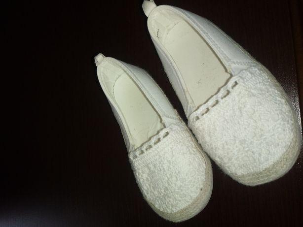 Białe buciki dla królewny rozm.22