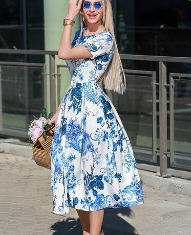 Przepiękna sukienka z mocno rozkloszowanym dołem