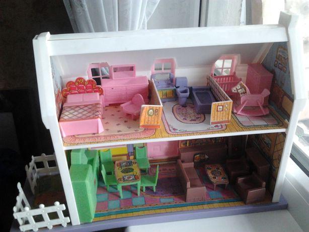 Домик двухэтажный с мебелью для кукол