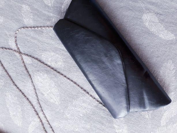 Torebka czarna kopertówka elegancka na łańcuszku wesele