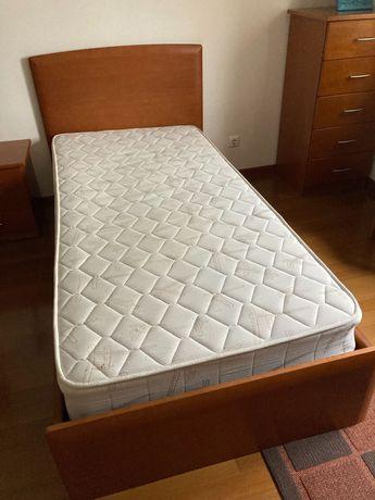 cama solteiro+estrado+colchão+mesa cabeceira (tudo em cerejeira)