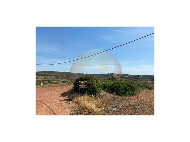 Terreno rustico com 3920m2 em Raposeira