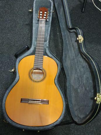 Классическая Гитара Yamaha CG-111S в твердом кофре