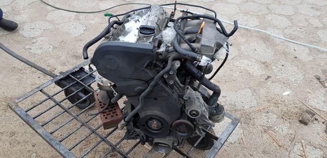 Silnik uszkodzony 1.8 turbo aeb audi a6 c5 1998 lz5k części