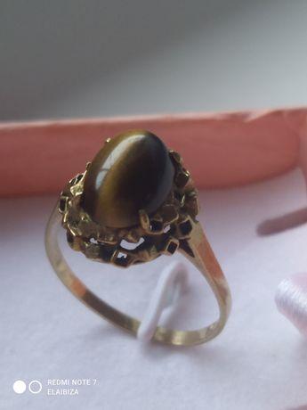 Złoty ponad stuletni pierścionek 3 gr