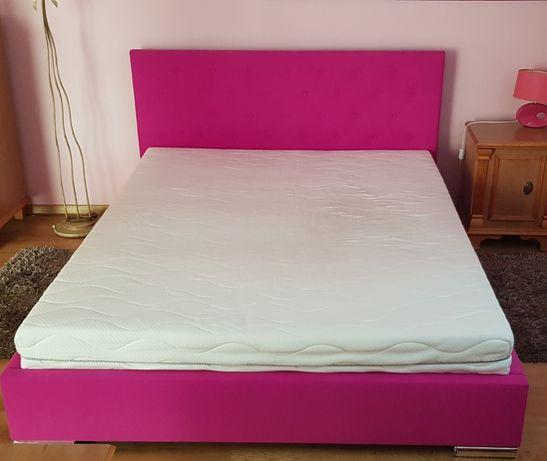 Łóżko podwójne pikowane różowe z materacem
