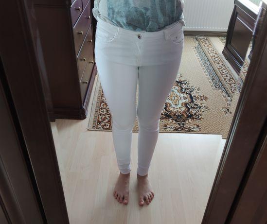 Sprzedam białe spodnie jeansy Push up Bershka R. 40