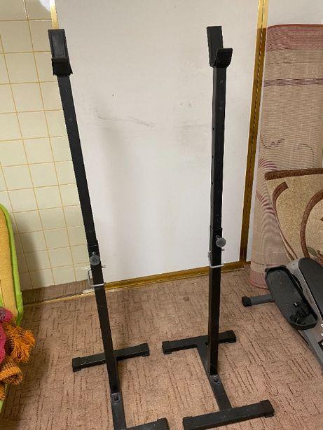 Regulowane stojaki pod sztangę