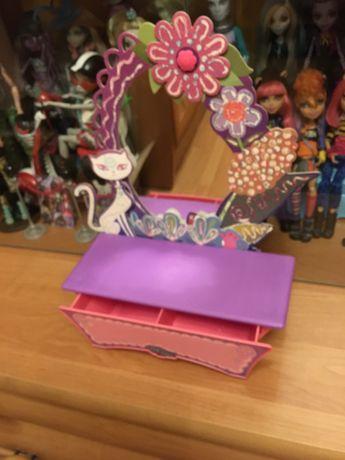 Шкатулочка  -зеркальце для кукол / Мебель для кукол