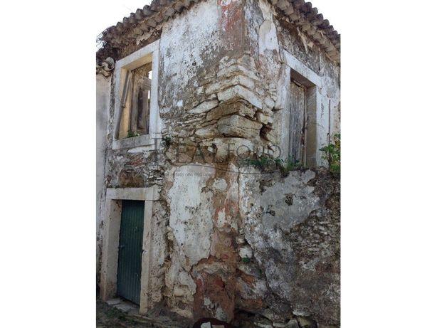 Moradia em ruína em Torres Vedras