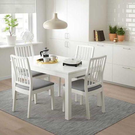 Mesa IKEA com 4 cadeiras (extensível)