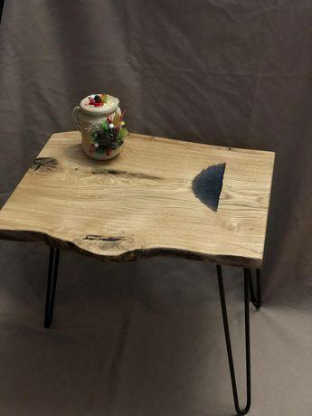 Журнальний столик з дерева.