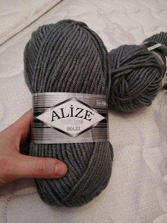 Пряжа, нитки для вязания серые